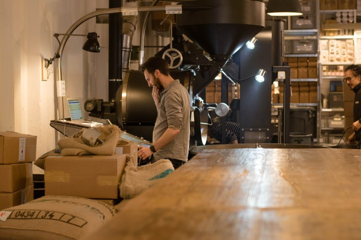 roasting coffee beans at THE BARN in Berlin