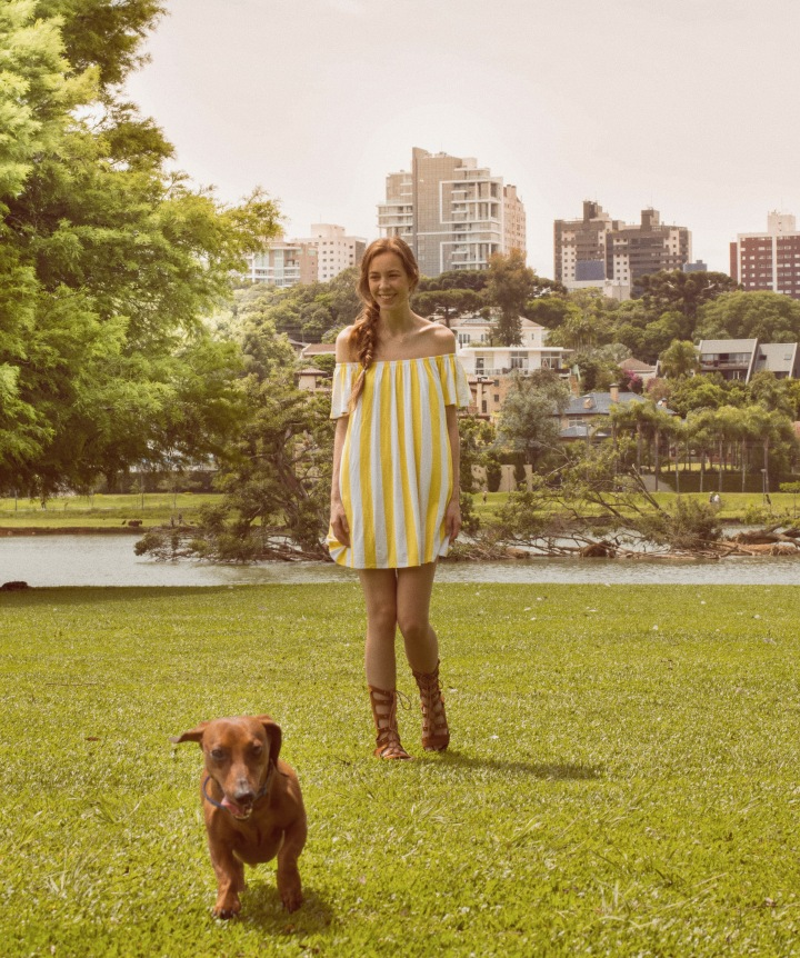 summer outfit at Barigui Park with Dachshund
