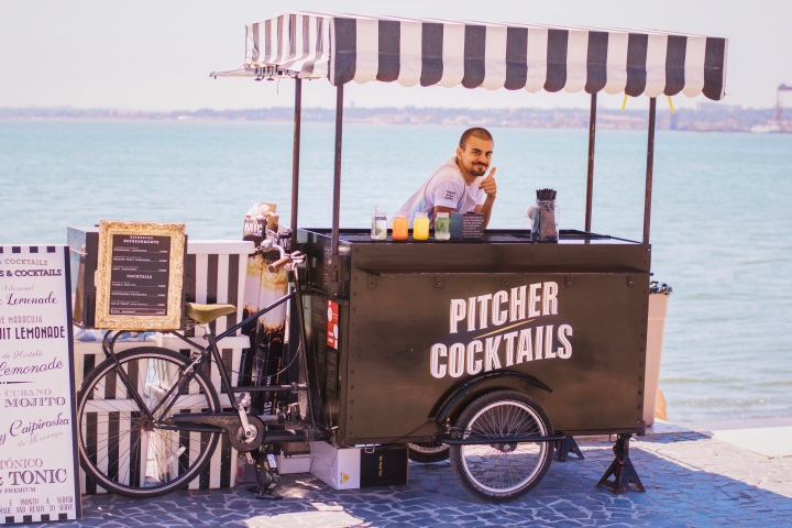 Cocktail stand at the pier in Lisbon / Portugal